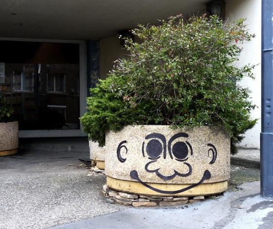 grappig street art troll