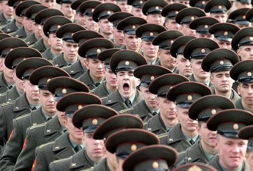 soldaat gaapt