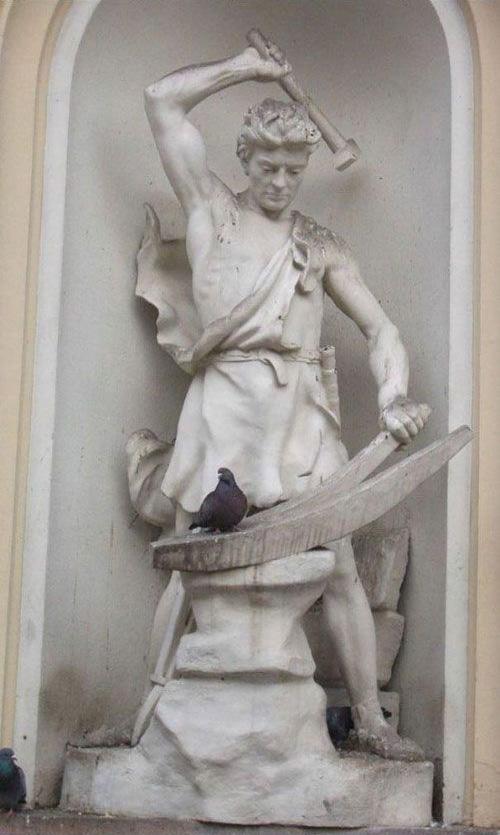 standbeeld gaat duif slaan
