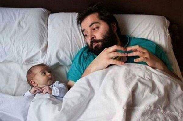 vader en zoon in bed