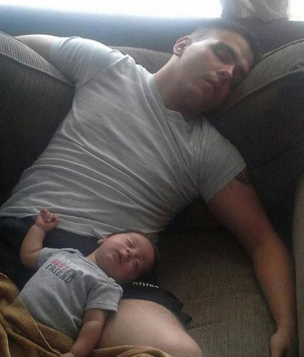 uitgeput vader en zoon